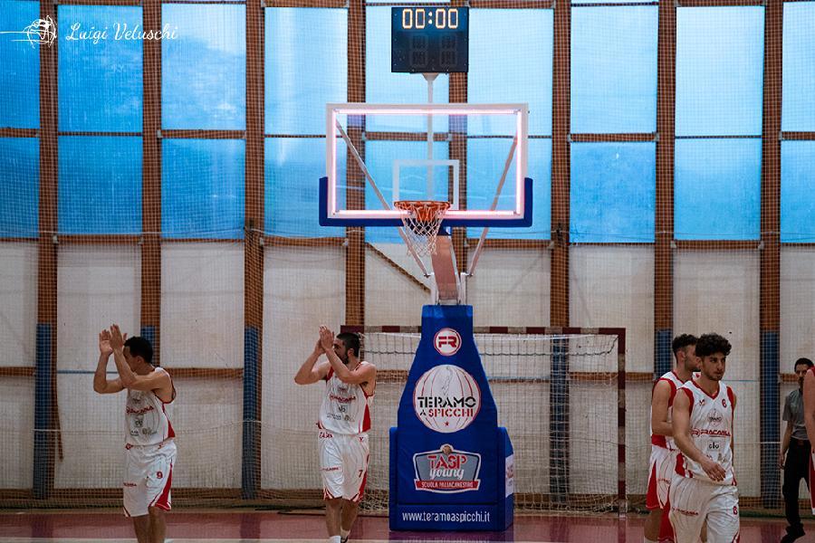https://www.basketmarche.it/immagini_articoli/03-05-2019/tasp-teramo-pronta-serie-basket-todi-carica-gallerini-coach-stirpe-600.jpg