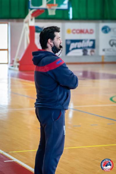 https://www.basketmarche.it/immagini_articoli/03-05-2021/assisi-coach-piazza-contento-essere-tornato-campo-finale-valdiceppo-lucida-600.jpg