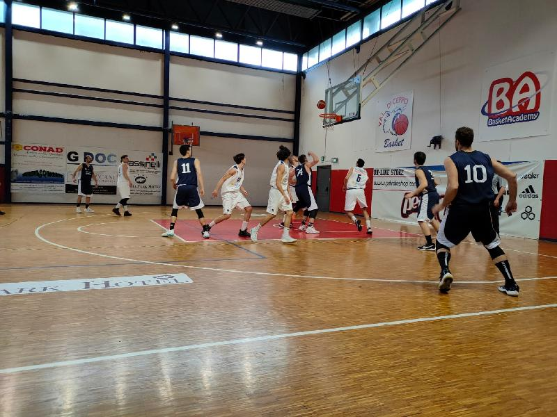 https://www.basketmarche.it/immagini_articoli/03-05-2021/esordio-sfortunato-virtus-assisi-derby-campo-valdiceppo-basket-600.jpg