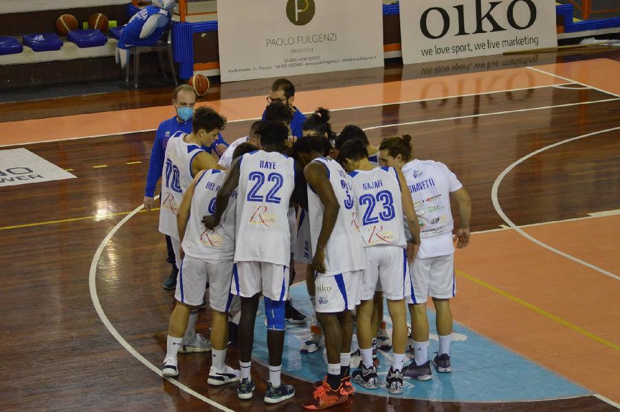https://www.basketmarche.it/immagini_articoli/03-05-2021/pescara-basket-espugna-campo-ennebici-campobasso-conquista-vittoria-fila-600.jpg