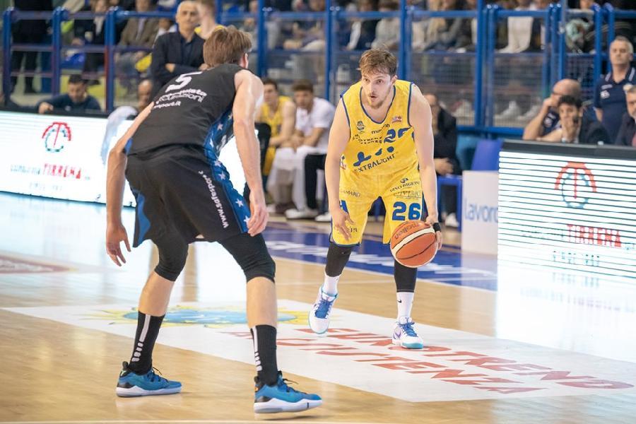 https://www.basketmarche.it/immagini_articoli/03-07-2019/poderosa-montegranaro-andrea-traini-diretto-reale-mutua-torino-600.jpg