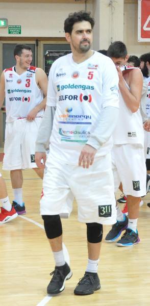 https://www.basketmarche.it/immagini_articoli/03-07-2019/ufficiale-pallacanestro-senigallia-capitan-pierantoni-insieme-stagione-600.jpg