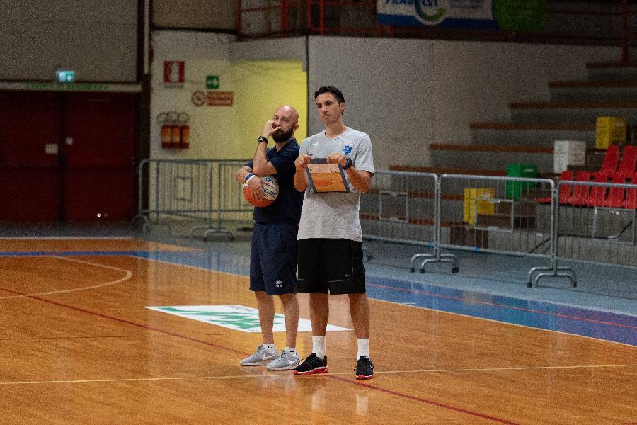 https://www.basketmarche.it/immagini_articoli/03-07-2020/janus-fabriano-rinforza-anche-staff-tecnico-ufficiale-ritorno-daniele-aniello-600.jpg