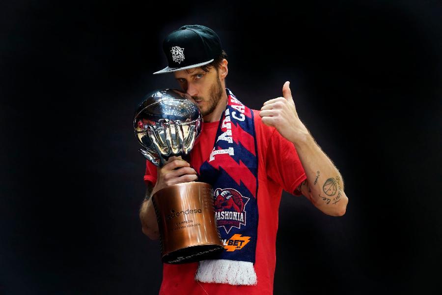 https://www.basketmarche.it/immagini_articoli/03-07-2020/ufficiale-achille-polonara-difender-colori-baskonia-anche-prossima-stagione-600.jpg