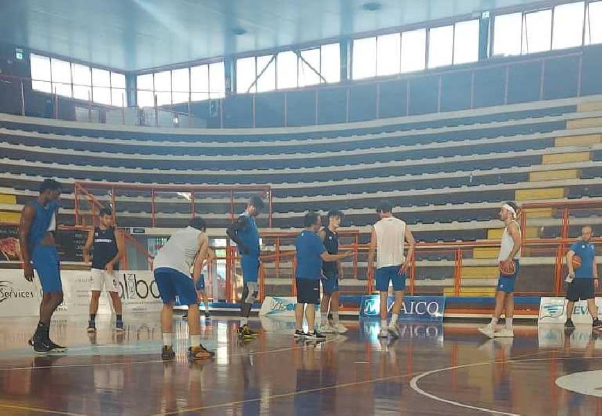 https://www.basketmarche.it/immagini_articoli/03-07-2021/pescara-basket-deve-ribaltare-saronno-tenere-vivo-sogno-serie-600.jpg