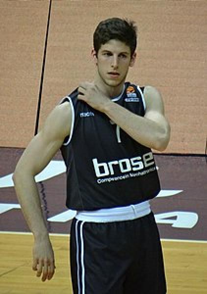 https://www.basketmarche.it/immagini_articoli/03-08-2019/mossa-sorpresa-delonghi-treviso-arrivo-firma-play-aleksej-nikolic-600.jpg