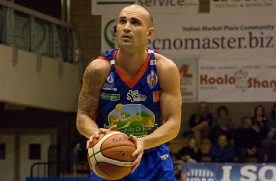 https://www.basketmarche.it/immagini_articoli/03-08-2020/sutor-montegranaro-ruolo-playmaker-piace-simone-bonfiglio-600.jpg