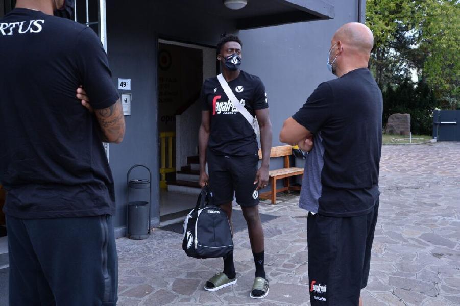 https://www.basketmarche.it/immagini_articoli/03-08-2020/virtus-bologna-raduno-palestra-porelli-iniziata-ufficialmente-stagione-2021-600.jpg