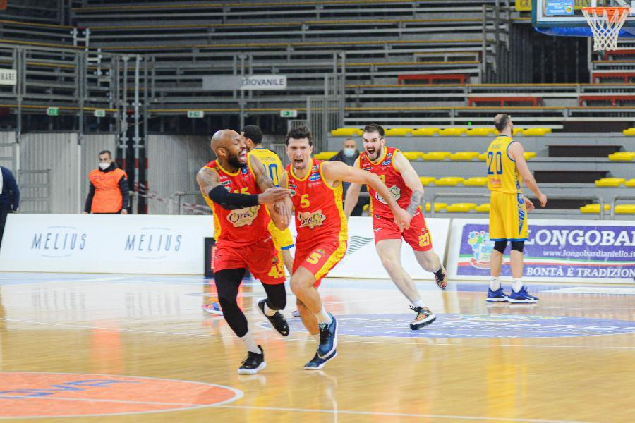 https://www.basketmarche.it/immagini_articoli/03-08-2021/basket-ravenna-daniele-cinciarini-avanti-insieme-pronto-questa-sfida-600.jpg