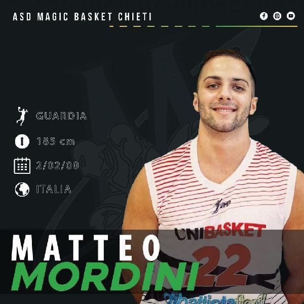 https://www.basketmarche.it/immagini_articoli/03-09-2020/magic-basket-chieti-piazza-colpo-ufficiale-arrivo-matteo-mordini-600.jpg