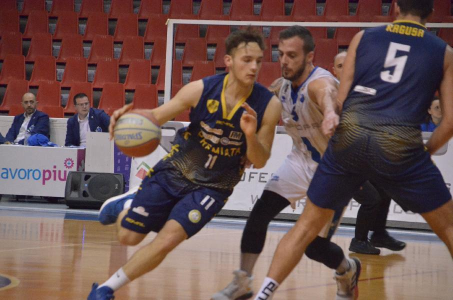 https://www.basketmarche.it/immagini_articoli/03-09-2021/attila-junior-porto-recanati-francesco-ciarpella-aggregato-allenamenti-prima-squadra-600.jpg