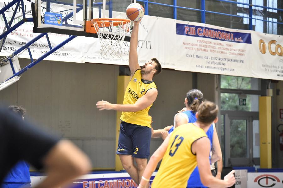 https://www.basketmarche.it/immagini_articoli/03-10-2020/sutor-montegranaro-aggiudica-amichevole-pescara-basket-600.jpg