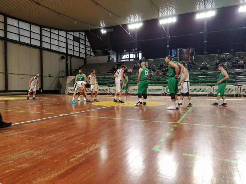 https://www.basketmarche.it/immagini_articoli/03-10-2021/coppa-centenari-atomika-spoleto-supera-virtus-terni-conquista-final-four-600.jpg