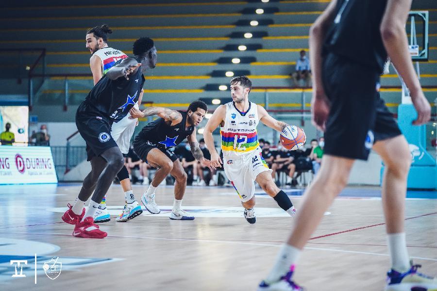 https://www.basketmarche.it/immagini_articoli/03-10-2021/janus-fabriano-stecca-gara-esordio-stella-azzurra-roma-vince-facile-600.jpg