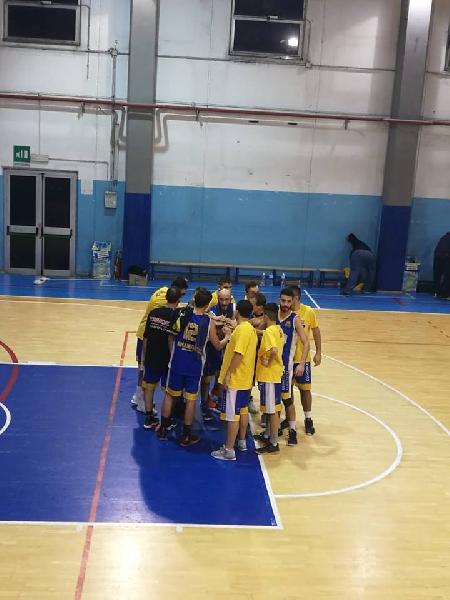 https://www.basketmarche.it/immagini_articoli/03-11-2018/risultati-tabellini-seconda-giornata-amandola-imbattuta-prima-vittoria-independiente-600.jpg