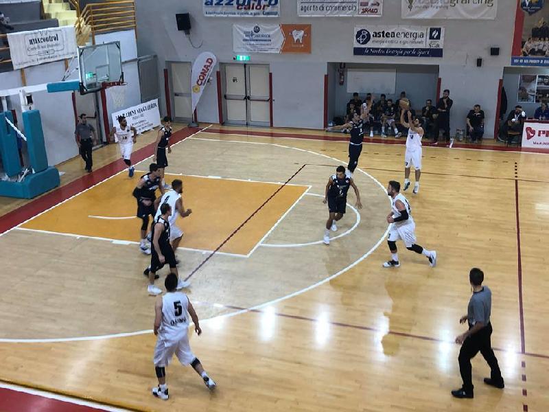 https://www.basketmarche.it/immagini_articoli/03-11-2018/robur-osimo-coach-balercia-andremo-pesaro-giusta-rabbia-battaglia-600.jpg