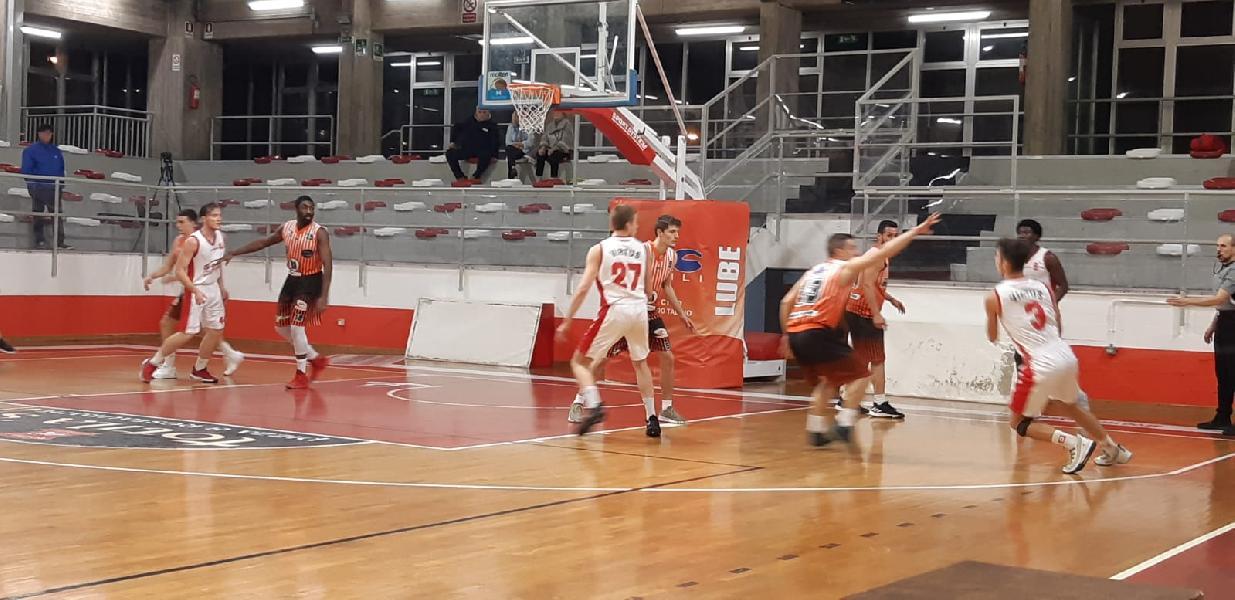 https://www.basketmarche.it/immagini_articoli/03-11-2019/basket-gualdo-sfida-chem-porto-giorgio-sblocca-600.jpg