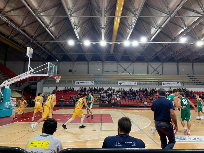 https://www.basketmarche.it/immagini_articoli/03-11-2019/niente-fare-stamura-ancona-campo-pallacanestro-recanati-600.jpg