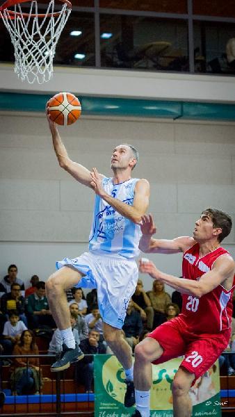 https://www.basketmarche.it/immagini_articoli/03-11-2019/titano-marino-paga-pessimo-quarto-lascia-strada-pallacanestro-urbania-600.jpg