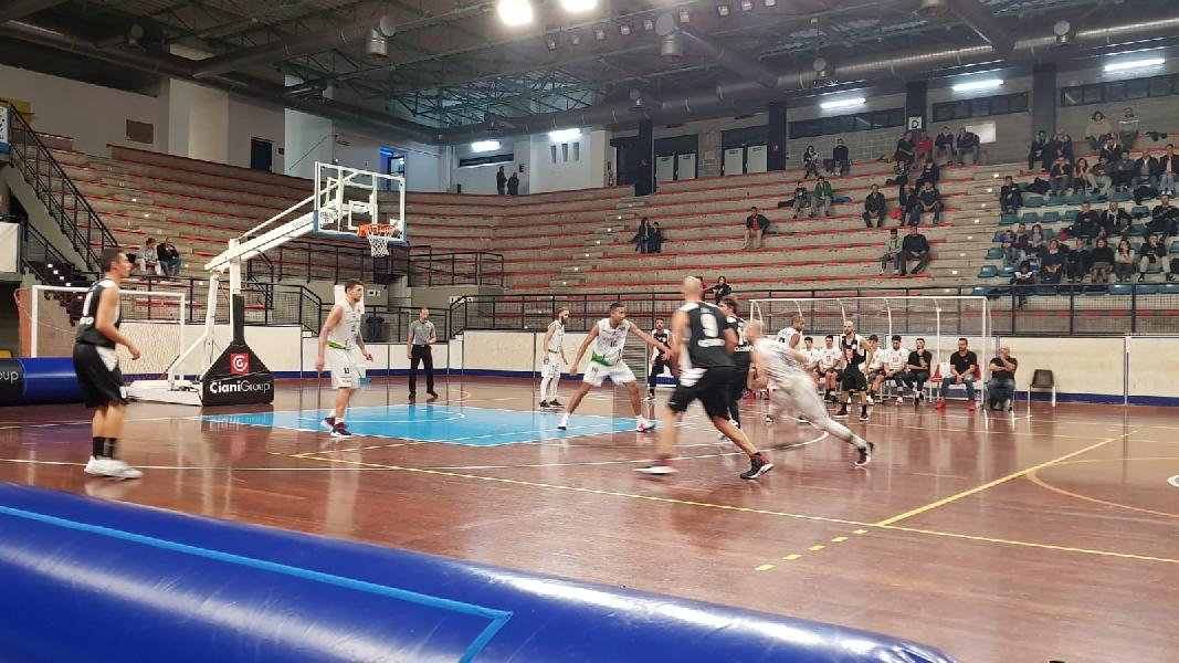 https://www.basketmarche.it/immagini_articoli/03-11-2019/tosti-raupys-sono-super-lucky-wind-foligno-trova-punti-robur-osimo-600.jpg