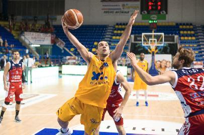 https://www.basketmarche.it/immagini_articoli/03-12-2017/serie-a2-la-poderosa-montegranaro-fermata-in-casa-dalla-pallacanestro-mantova-270.jpg