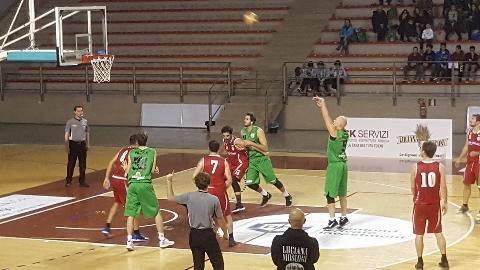 https://www.basketmarche.it/immagini_articoli/03-12-2017/serie-c-silver-gare-della-domenica-vittorie-per-campetto-ancona-osimo-e-recanati-270.jpg