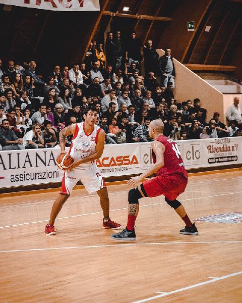 https://www.basketmarche.it/immagini_articoli/03-12-2018/teramo-spicchi-danilo-gallerini-vasto-sconfitta-ridimensiona-600.jpg