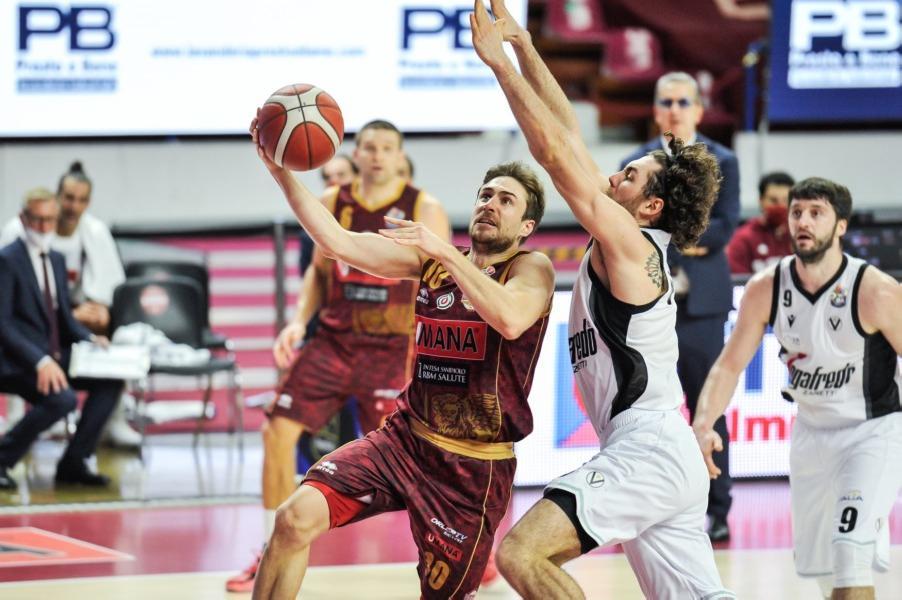 https://www.basketmarche.it/immagini_articoli/03-12-2020/reyer-venezia-andrea-nicolao-bruno-cerella-riprendono-attivit-prima-squadra-600.jpg
