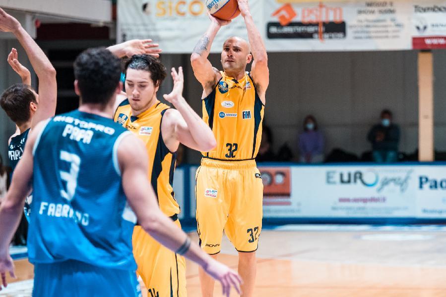 https://www.basketmarche.it/immagini_articoli/03-12-2020/sutor-montegranaro-coach-ciarpella-giulianova-sfida-difficile-vogliamo-sbloccarci-600.jpg
