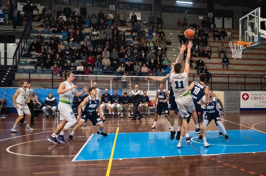 https://www.basketmarche.it/immagini_articoli/04-01-2020/lucky-wind-foligno-riparte-sfida-falconara-basket-raupys-forte-dubbio-600.jpg