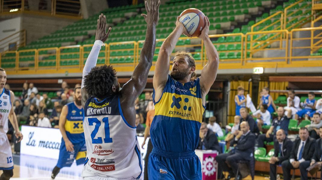 https://www.basketmarche.it/immagini_articoli/04-01-2020/poderosa-montegranaro-ospita-orzinuovi-basket-gara-fallire-600.jpg