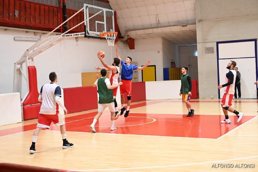 https://www.basketmarche.it/immagini_articoli/04-01-2020/test-amichevole-lusso-basket-maceratese-amatori-severino-600.jpg