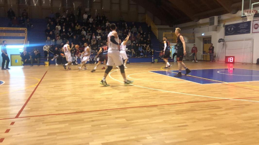 https://www.basketmarche.it/immagini_articoli/04-01-2020/vigor-matelica-riparte-superando-rimonta-unibasket-lanciano-600.jpg