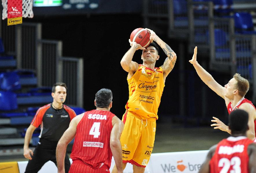 https://www.basketmarche.it/immagini_articoli/04-01-2021/pesaro-carlos-delfino-resta-lamaro-bocca-aver-sfiorato-vittoria-adesso-pensiamo-brescia-600.jpg