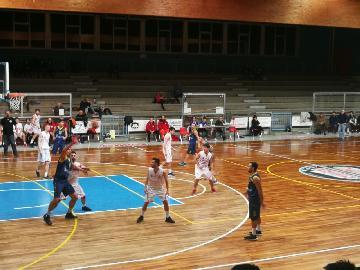 https://www.basketmarche.it/immagini_articoli/04-02-2018/d-regionale-il-basket-fermo-espugna-san-severino-con-un-ottimo-secondo-tempo-270.jpg