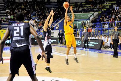 https://www.basketmarche.it/immagini_articoli/04-02-2018/serie-a2-la-poderosa-montegranaro-cerca-gloria-nella-difficile-trasferta-di-verona-270.jpg