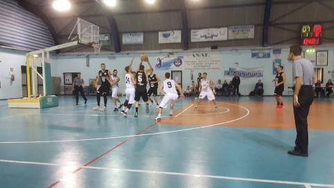https://www.basketmarche.it/immagini_articoli/04-02-2018/serie-c-silver-il-campetto-ancona-espugna-falconara-e-continua-a-correre-270.jpg