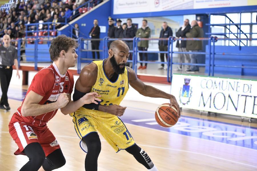 https://www.basketmarche.it/immagini_articoli/04-02-2019/poderosa-montegranaro-record-forl-arriva-nona-vittoria-consecutiva-600.jpg