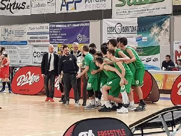 https://www.basketmarche.it/immagini_articoli/04-03-2018/under-18-eccellenza-la-mens-sana-siena-vince-la-coppa-carnevale-vuelle-pesaro-battuta-in-rimonta-270.jpg
