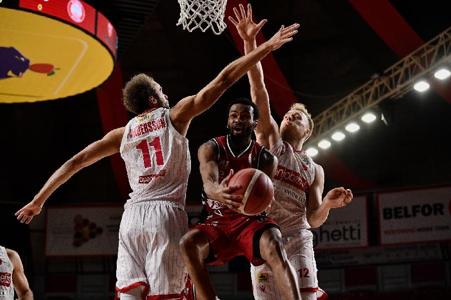 https://www.basketmarche.it/immagini_articoli/04-04-2021/olimpia-milano-ospita-varese-coach-messina-partita-importante-vogliamo-riprendere-nostro-cammino-600.jpg