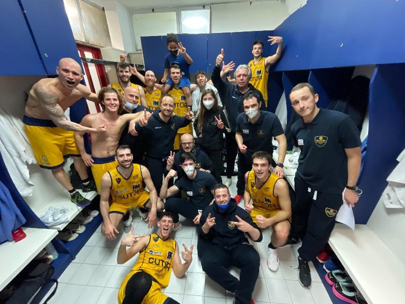 https://www.basketmarche.it/immagini_articoli/04-04-2021/sutor-montegranaro-gioca-gara-solida-ritrova-vittoria-derby-senigallia-600.jpg