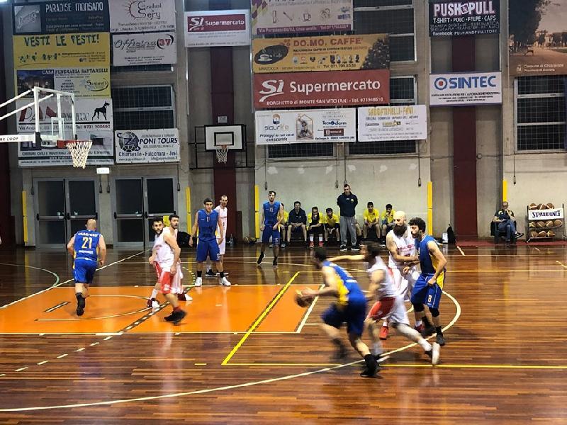 https://www.basketmarche.it/immagini_articoli/04-05-2019/promozione-playoff-ricci-chiaravalle-vince-primo-round-dinamis-falconara-600.jpg