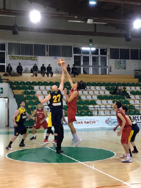 https://www.basketmarche.it/immagini_articoli/04-05-2019/regionale-playout-super-marconi-trascina-sporting-pselpidio-victoria-fermo-600.jpg