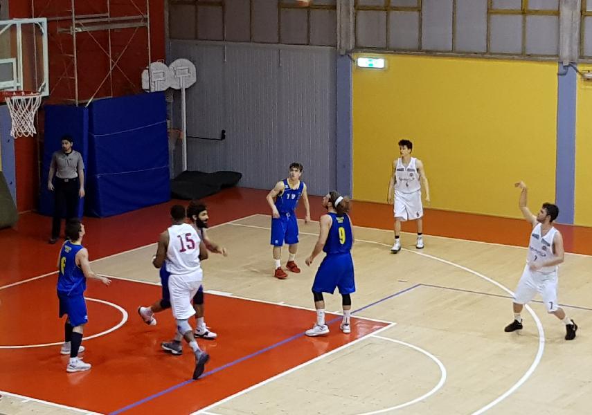 https://www.basketmarche.it/immagini_articoli/04-05-2019/serie-silver-playoff-gara-mosciano-espugna-urbania-vittorie-nette-assisi-tasp-600.jpg