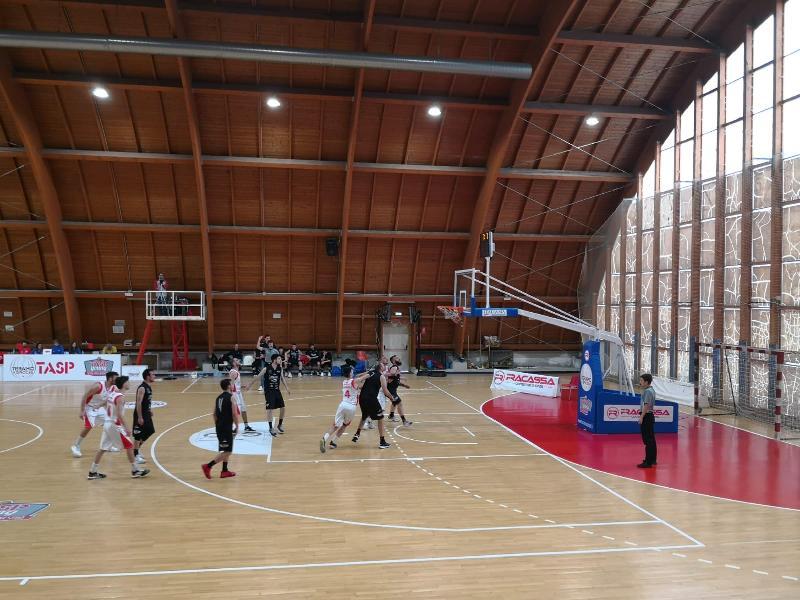https://www.basketmarche.it/immagini_articoli/04-05-2019/silver-playoff-netta-vittoria-teramo-spicchi-rimaneggiato-basket-todi-600.jpg