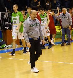 https://www.basketmarche.it/immagini_articoli/04-07-2018/serie-c-gold-magic-basket-chieti-confermato-coach-renato-castorina-270.jpg