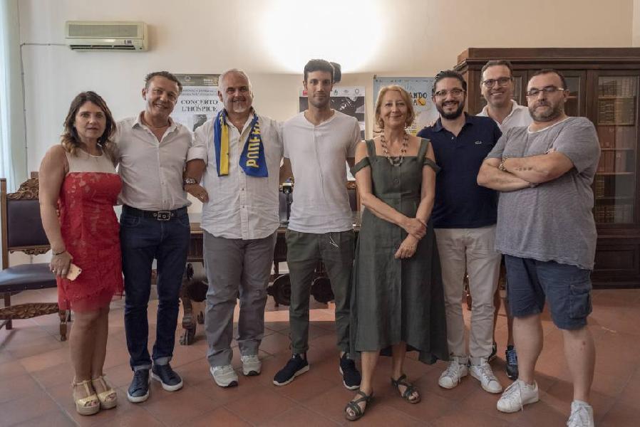 https://www.basketmarche.it/immagini_articoli/04-07-2019/poderosa-montegranaro-presentato-coach-ciani-nostro-lavoro-sfide-accetto-600.jpg