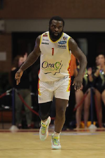 https://www.basketmarche.it/immagini_articoli/04-07-2020/pesaro-pallacanestro-reggiana-muovono-giddy-potts-600.jpg