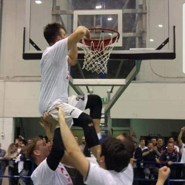 https://www.basketmarche.it/immagini_articoli/04-07-2020/ufficiale-quinta-conferma-casa-pallacanestro-acqualagna-quella-carlo-muffa-600.jpg