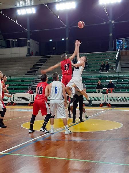 https://www.basketmarche.it/immagini_articoli/04-07-2020/ufficiale-stefano-orazi-anche-prossima-stagione-roster-basket-assisi-600.jpg